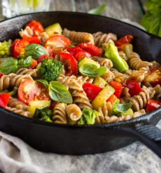 Exotic tomato and chickpea pasta salad